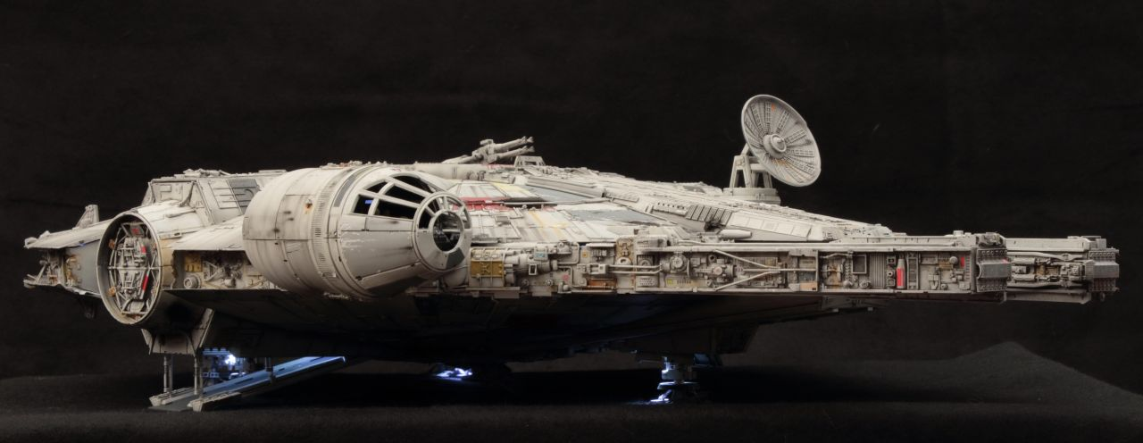 Bandai 163848 Millennium Falcon Perfect Grade 1/72