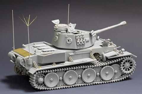 Revosys/Rye Field Model RS-3001 Pz.Kpfw.VI Ausf.C with interior