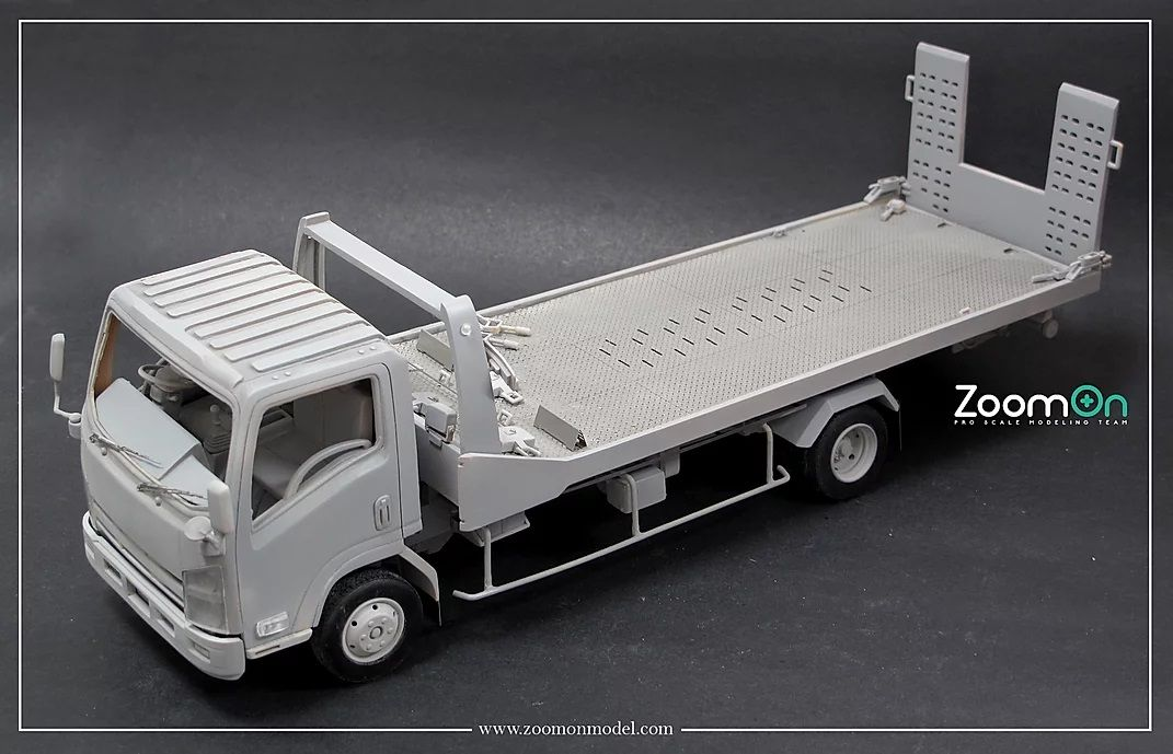 ZoomOn 060 ELF Flatbed Truck